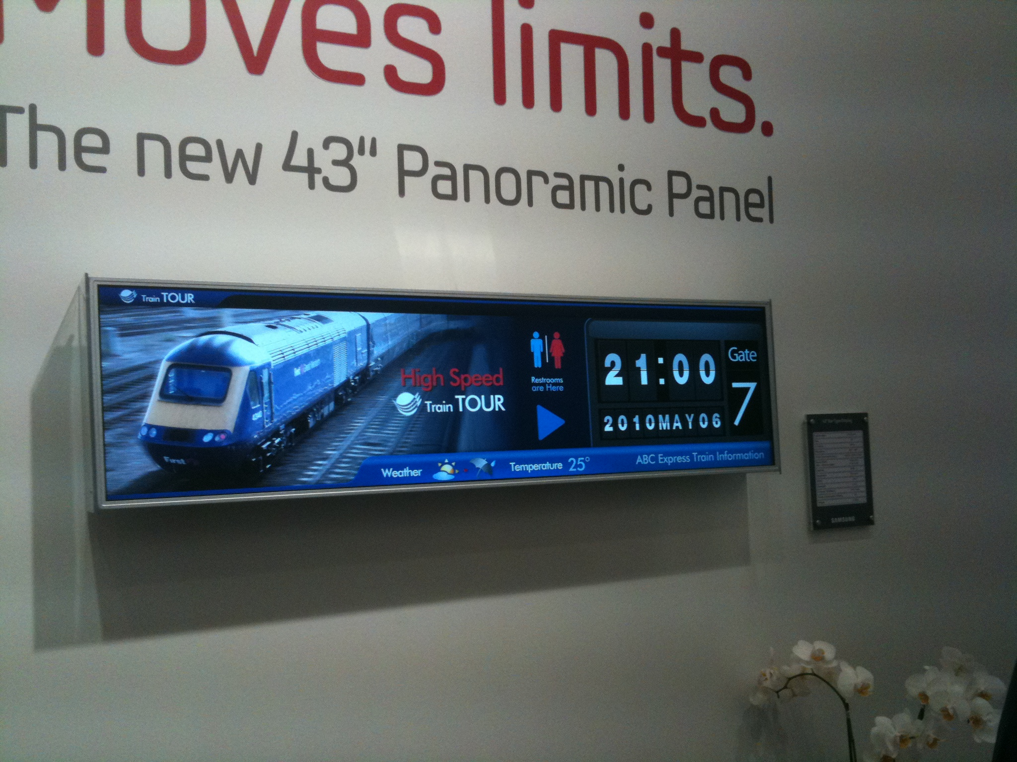 DailyDOOH » Blog Archive » #DSX2010 – Samsung Stretch LCD