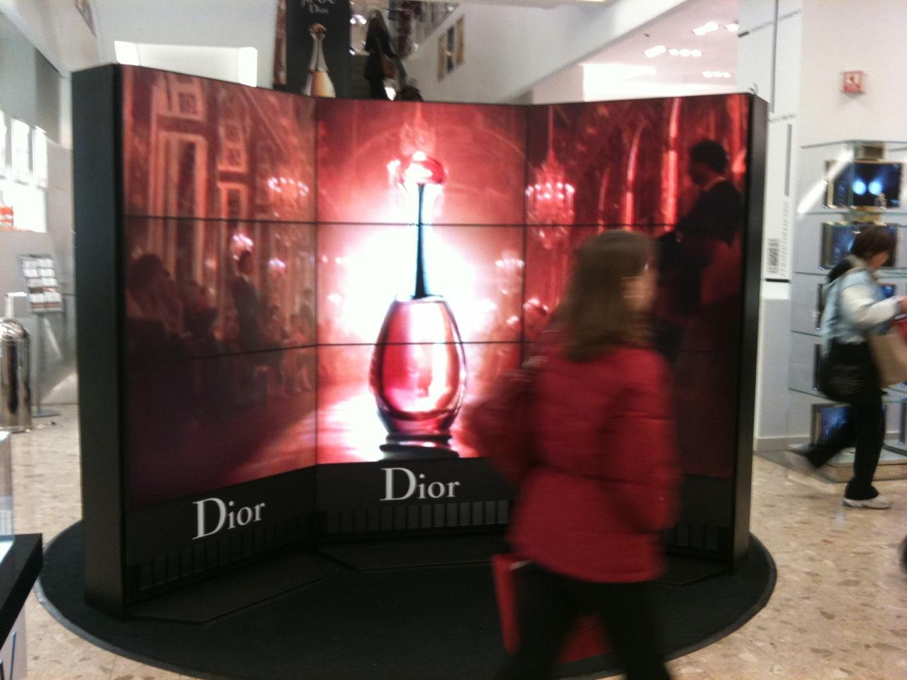 Dior Uses Portable Video Walls At The Bay « DailyDOOH